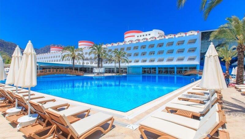 TRANSATLANTIK HOTEL – SPA 5*